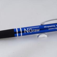 niebieski długopis z gumką