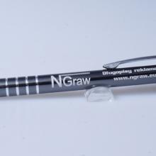 szary metalowy długopis z grawerem