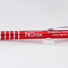 czerwony metalowy długopis z grawerem