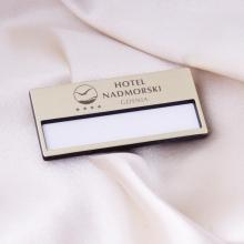 identyfikator hotelowy z grawerem złoty